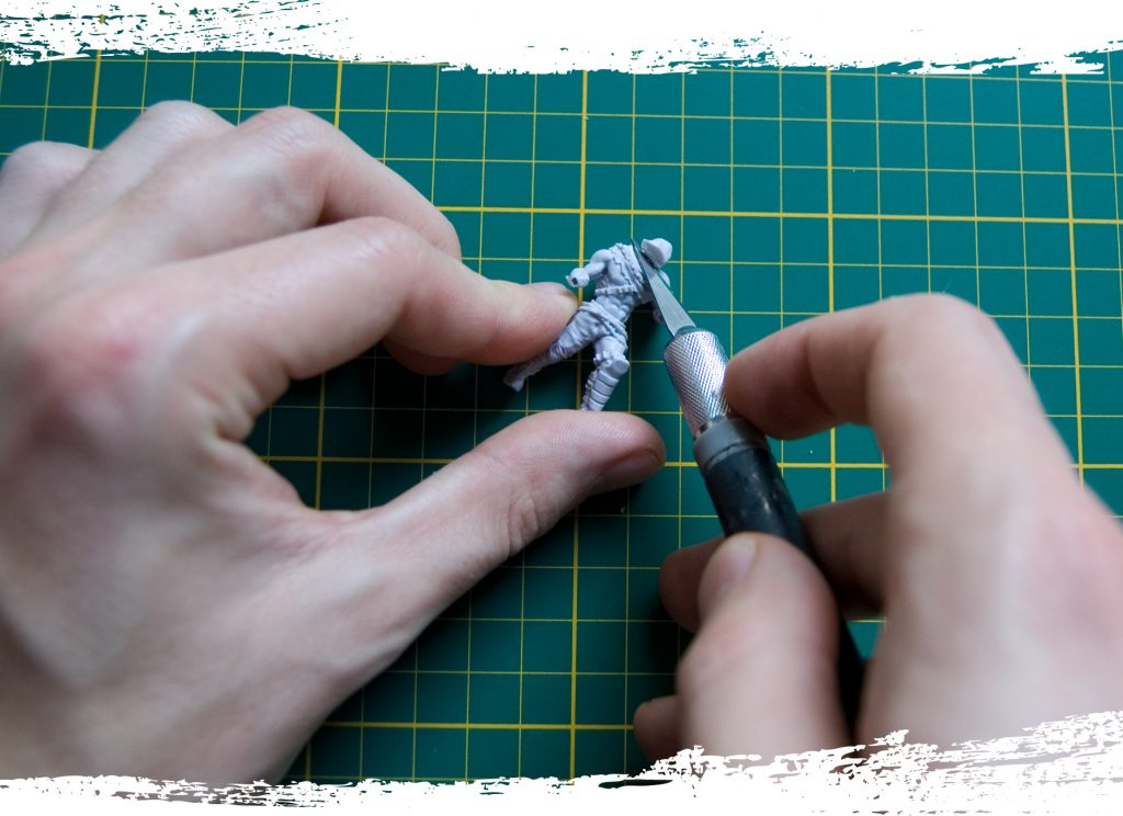 Step 3 (optional): Cut away the head of the miniature. Try to cut through the neck so the head and body don't get damaged.